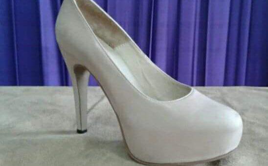 Zapato con taco fino Marca Aracely